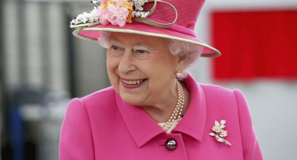 اسرار کیف سیاه رنگ ملکه انگلیس فاش شد