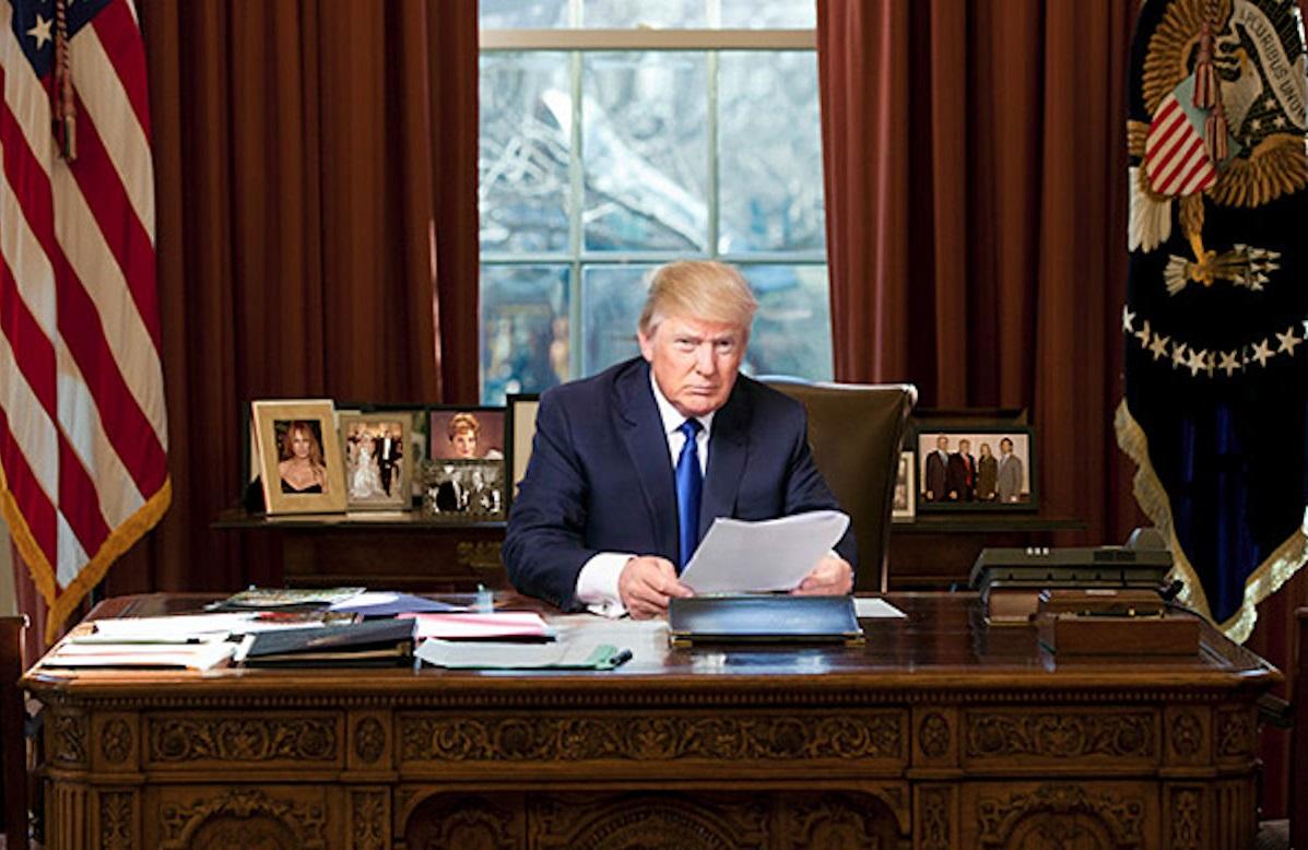 طرح صلح خلیلزاد روی میز ترامپ