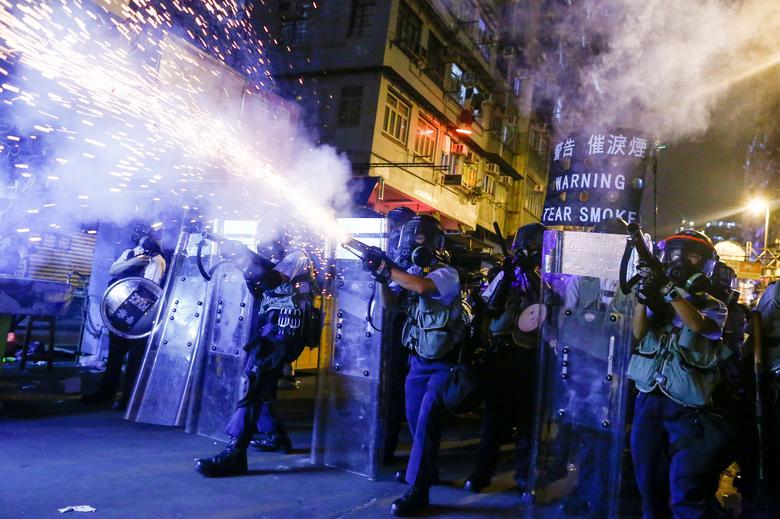 تصاویر هفته: از تجمع معترضان در فرودگاه هنگ کنگ تا وقوع آتش سوزی در جنگلهای یونان
