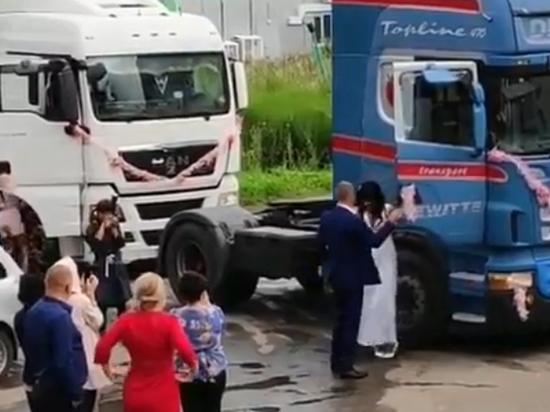 ویدئویی از یک عروس و داماد که شبکههای مجازی را منفجر کرد+فیلم