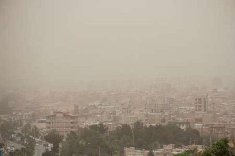 غبار مهمان آسمان همدان/ افزایش وزش با در استان
