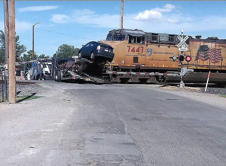 برخورد وحشتناک قطار با مانعی که سر راهش بود+فیلم