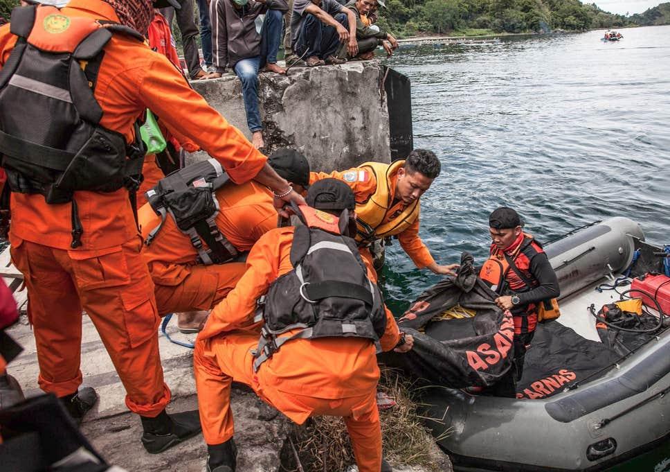 ۱۱ کشته و ناپدید در پی آتشسوزی کشتی در اندونزی