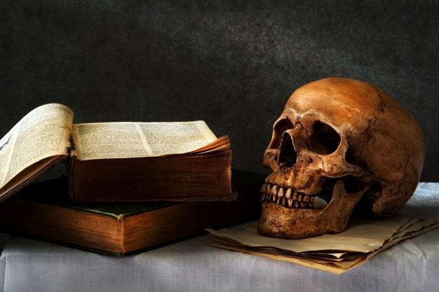 کتابهایی که خواندنشان هرگز توصیه نمیشود/ راز کتابهای نفرین شده چیست؟