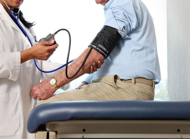 چگونه بفهمیم فشار خونمان بالاست یا پایین؟