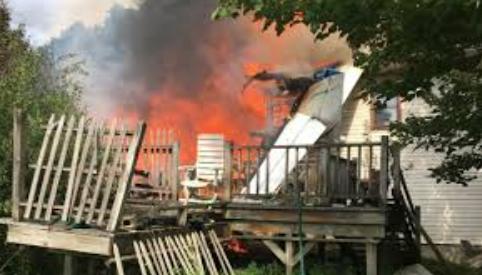 تصاویر روز: از وقوع آتش سوزی در بنگلادش تا سقوط یک هواپیما به روی منزل مسکونی در آمریکا