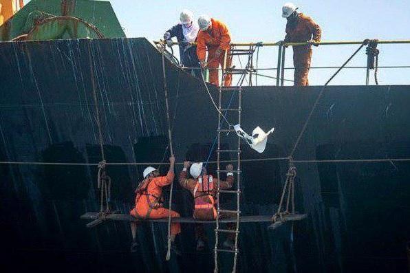حرکت نفتکش توقیف شده ایرانی به شمت آبهای بینالمللی
