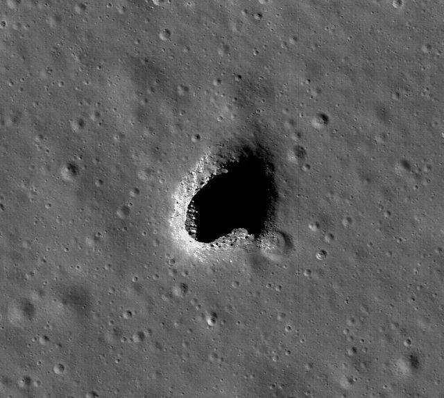 رصد غارهای مرموز در سطح ماه