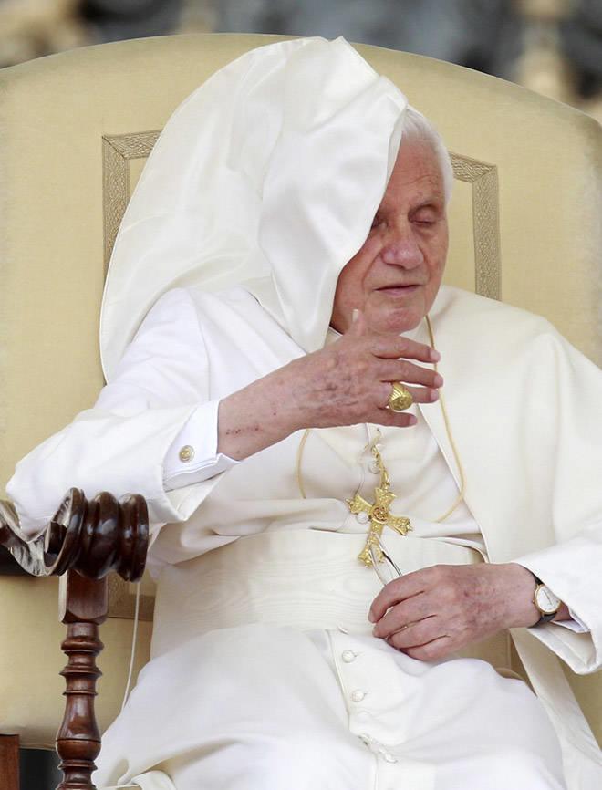تصاویری خنده دار از دردسرهای پاپ موقع سخنرانی