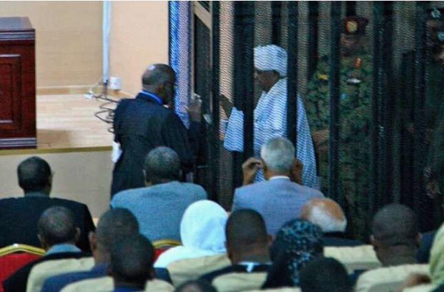عمر البشیر به دریافت رشوه از عربستان و امارات اعتراف کرد