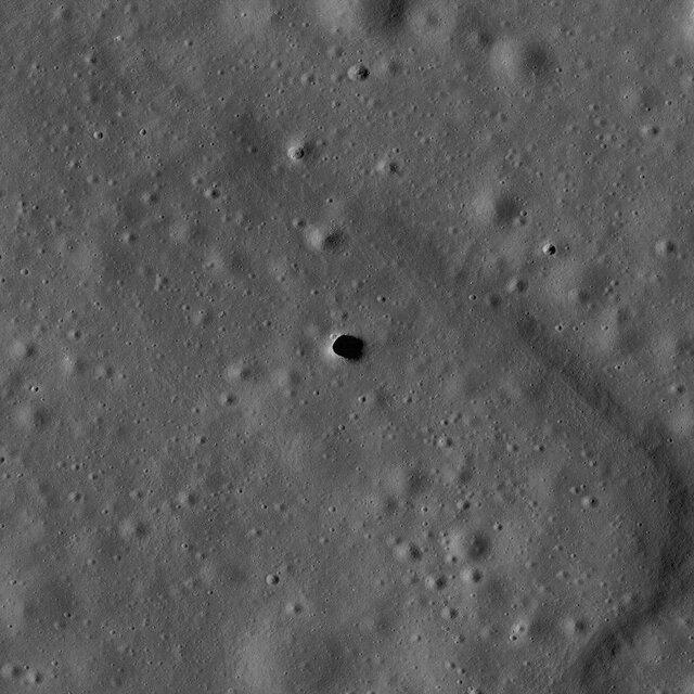 وجود غارها و حفرههای عمیق در ماه نشان دهنده چیست؟