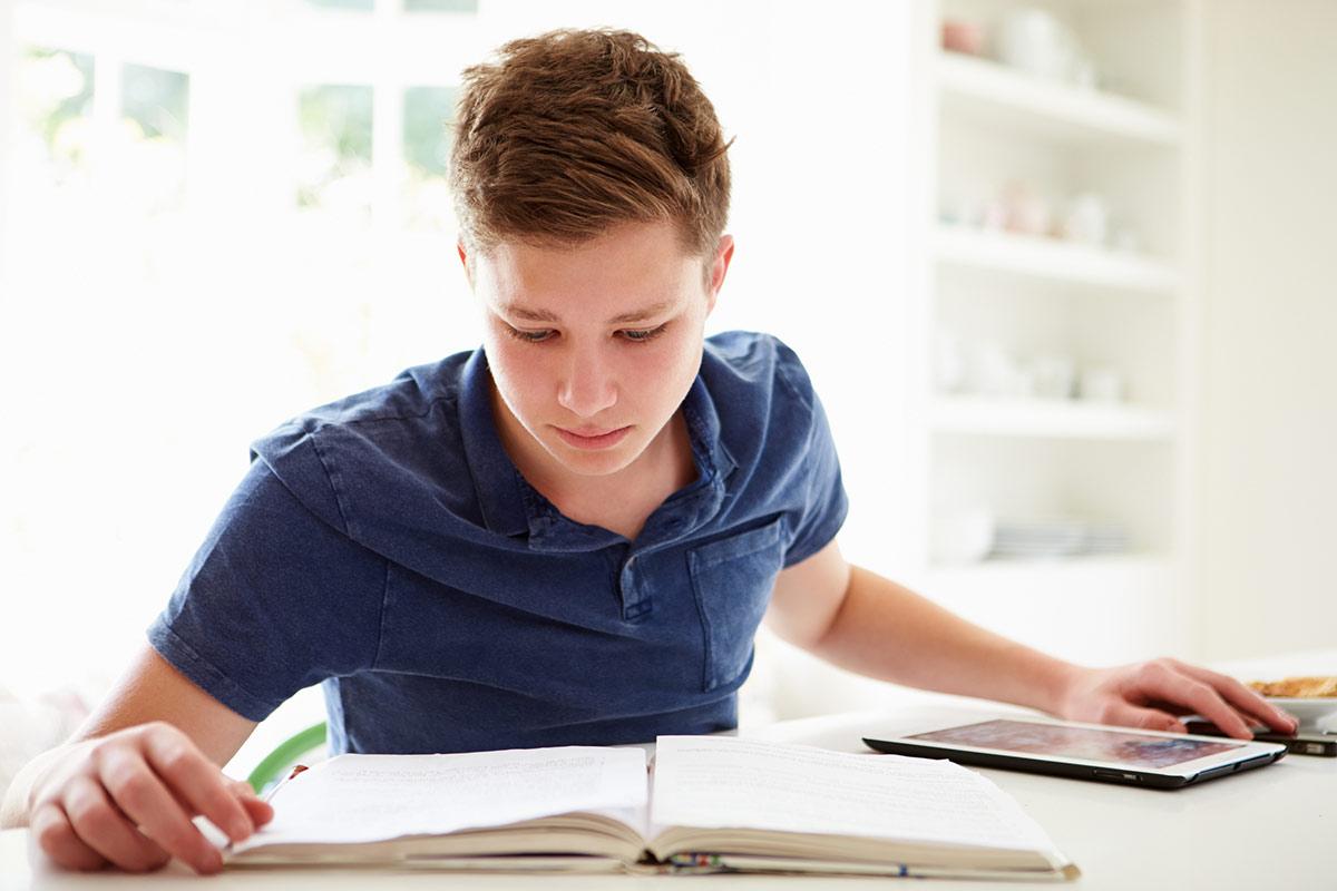 محل مناسب درس خواندن برای جلوگیری از خستگی کجاست؟ / چطور میشود درسها را عمقی یاد بگیریم؟ / آیا مطالعه دروس در فصل تابستان خوب است؟