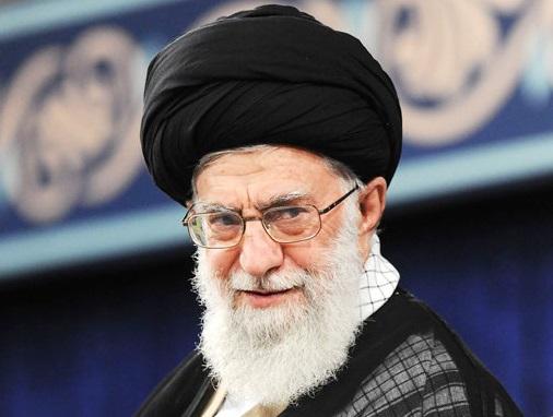 رهبر انقلاب در سالروز عید غدیر در دوران دفاع مقدس +عکس