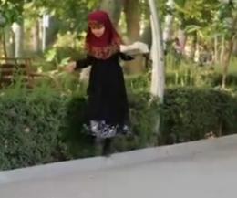 به خاطر کسی که دوستش دارم/ دختر شهید مدافع حرمی که فال فروش میشود