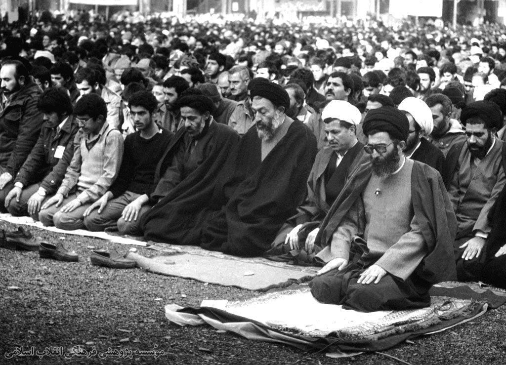نماز جمعه میعادگاه دلدادگان نظام مقدس جمهوری اسلامی؛ تریبونی که ۴ دهه از تفرقه مصون ماند