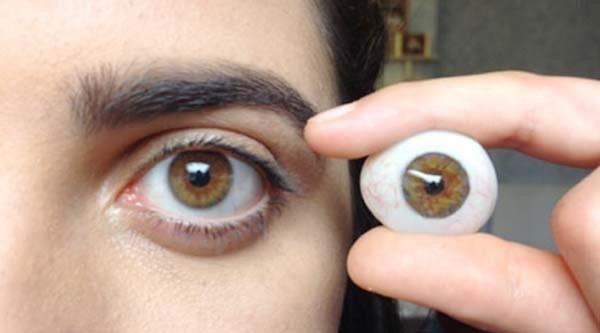 10صبح////////آیا چشم مصنوعی همانند واقعی عمل می کند؟/فواید شانه کردن قبل از خواب/آیا چای سبز اثرات مخربی هم دارد؟/کدام عضو بدن همیشه آلوده است؟