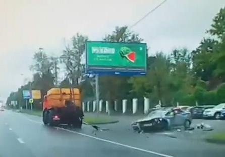 راننده کامیونی که ناخواسته، خودروی پلیس را له کرد/ مرگ افسر پس از تصادفی وحشتناک + فیلم