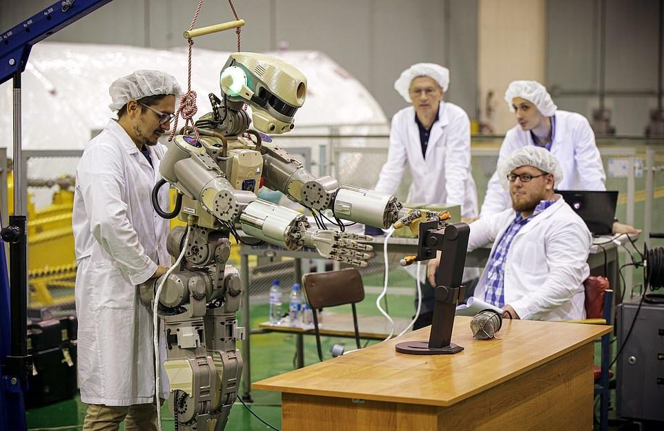 ربات انسان نمای روسی به فضا پرتاب شد