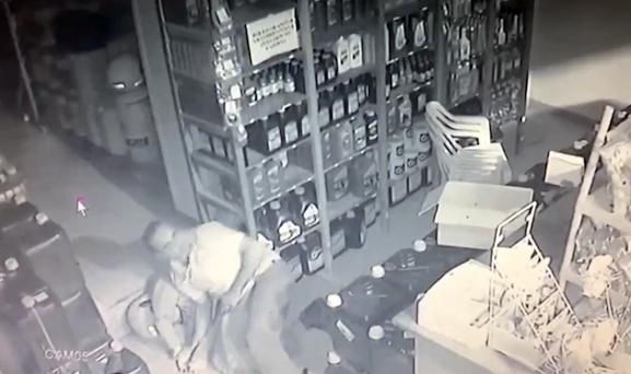سارق مسلح با اسلحه خودش کشته شد + فیلم