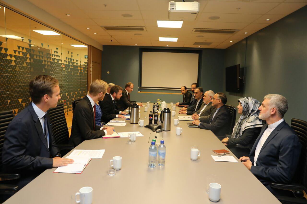 ظریف با وزیر تجارت، صنعت و شیلات نروژ دیدار و گفتوگو کرد