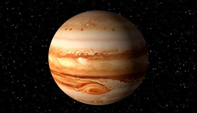 از بزرگترین سیاره منظومه شمسی بیشتر بدانید/ تصادف عجیبی که باعث ورود آب به زمین و تولد ماه شد/ چند فضانورد قدم در ماه گذاشتهاند