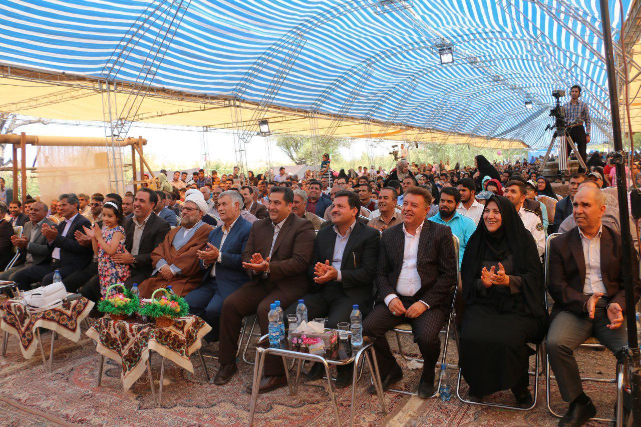 ششمین جشنواره سیب و گلابی در گلزار بردسیر