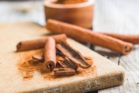 چاشنیهای خوش عطر و طعمی که وزنتان را کم میکند + لیست ادویههای چربی سوز