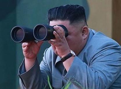 شادی «کیم جونگ اون» حین آزمایش موشکی + فیلم و تصاویر