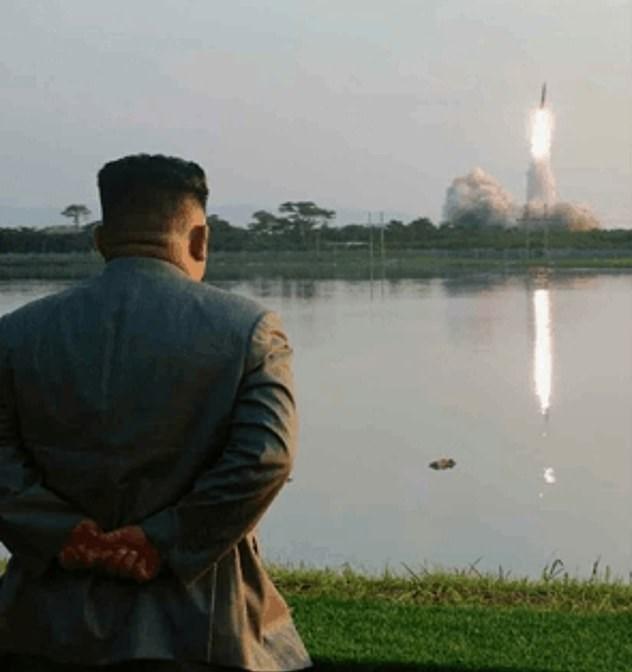 شادی رهبر کرهشمالی حین آزمایش موشکی + فیلم و تصاویر