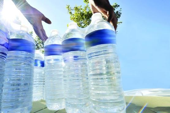 خنک و گوارا اما سرطان زا/ خطرات استفاده از آب معدنیهای آفتاب دیده