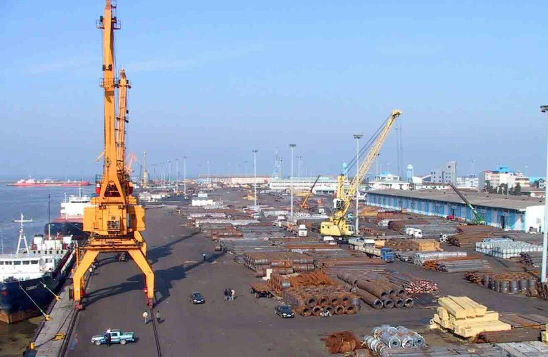 صادرات بیش از ۲۴۵ هزار تن کالای غیر نفتی / گمرکات گیلان دروازه تجارت ایران با کشورهای مختلف