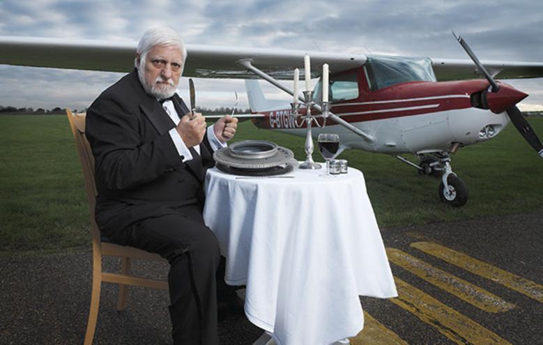 شگفت انگیزترین رکوردهای گینس که میخ کوبتان میکند / از خوردن هواپیما در طول ۲ سال تا بزرگترین میل بافتنی دنیا با طول ۴ متر!