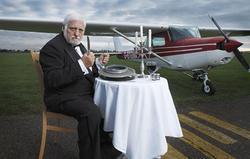 شگفت انگیزترین رکوردهای گینس که میخ کوبتان میکند / از خوردن هواپیما در طول ۲ سال تا بزرگترین میل بافتنی دنیا با طول ۴ متر! + تصاویر