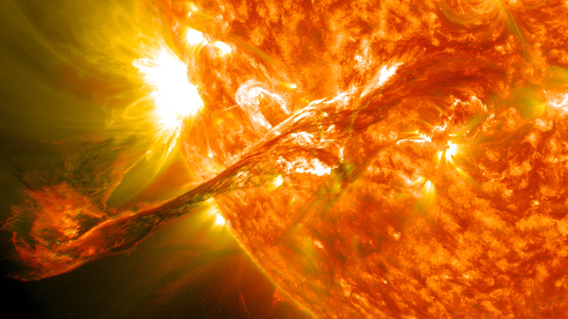 وجود آب و پتانسیل حیات در سیارات فرا خورشیدی/ آیا سفر از طرق کرمچاله ممکن است؟/ زمین در معرض خطر توفانهای خورشیدی