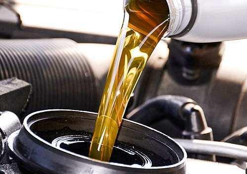 زمزمههای افزایش مجدد قیمت روغن موتور به گوش میرسد / مشکل توزیع لاستیکهای تاریخ مصرف گذشته برطرف شد