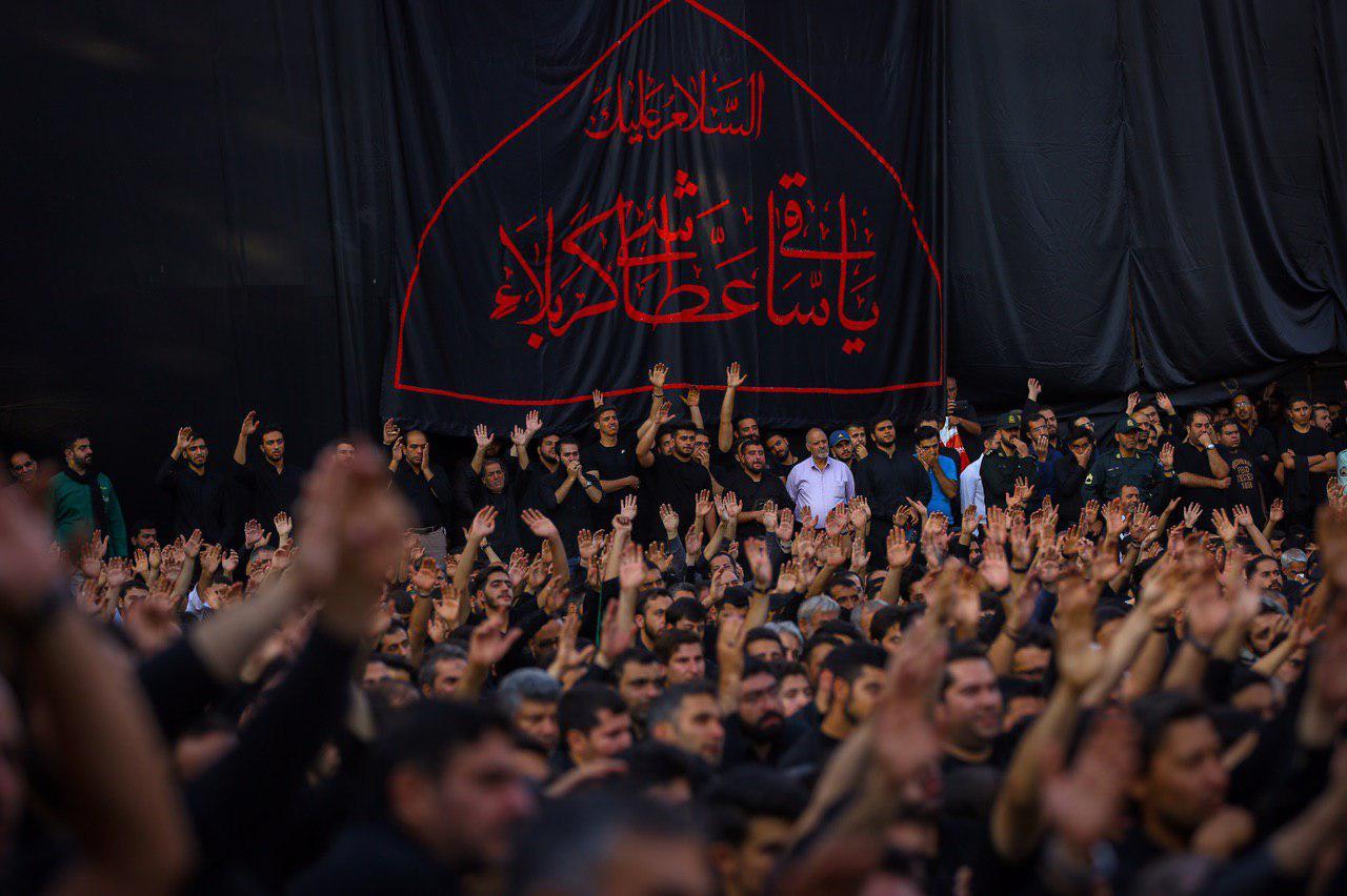 مداحی محمود کریمی روز دوم محرم ۹۸ +فیلم