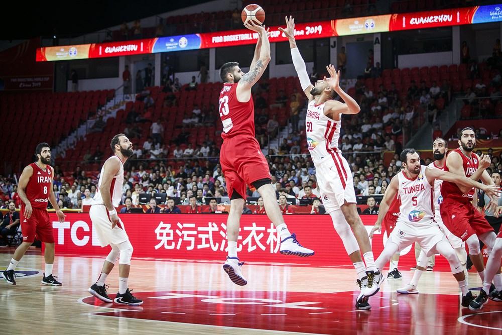 تیم ملی بسکتبال ایران ۶۷ - تونس ۷۹ / شانس صعود به دور دوم از دست رفت/ سهمیه المپیک به، اما و اگر کشیده شد/ روز خوب تونسیها در پرتابهای ۳ امتیازی