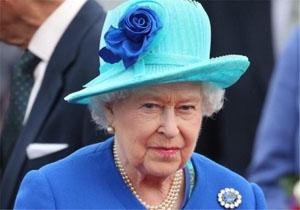 نقش ملکه انگلیس در این کشور چیست؟