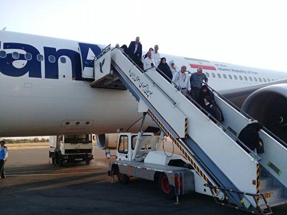 بازگشت اولین پرواز حجاج بیت الله الحرام به استان آذربایجان شرقی