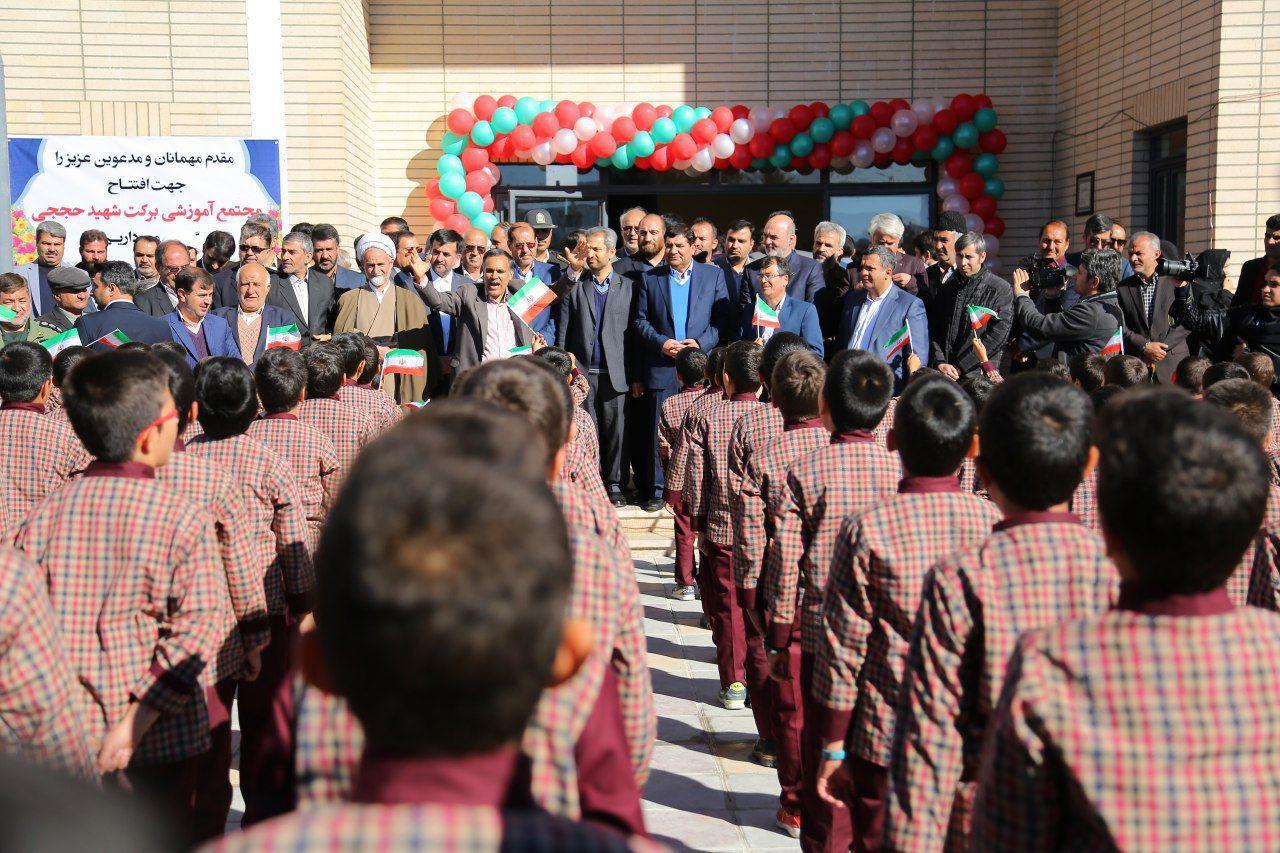 حل مشکل کمبود فضای آموزشی با ساخت مدارسی به نام شهدای مدافع حرم/ ایجاد مشاغل خرد و خانگی در نجف آباد