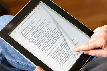 راهکارهای یک ناشر برای دورشدن افراد از صفحات مجازی/ ضربه دانلود کتابهای غیر مجاز به اهالی قلم چیست؟