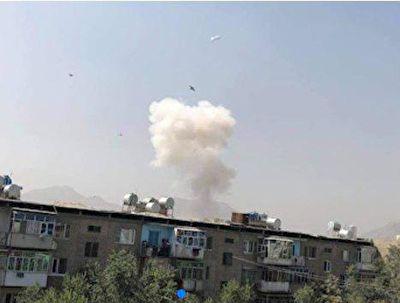 نخستین فیلم از لحظه انفجار شدید در منطقه سفارتخانهها در کابل