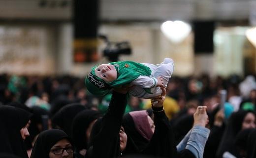 طنین زمزمه لالایی مادران قم به یاد علی اصغر رباب
