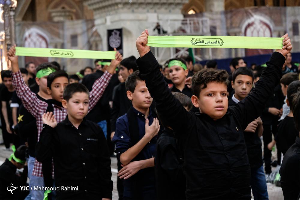 شور حسینی دانشآموزان به یاد نوجوان کربلا/ رخت عزاداری عاشورایی بر تن نوجوانان