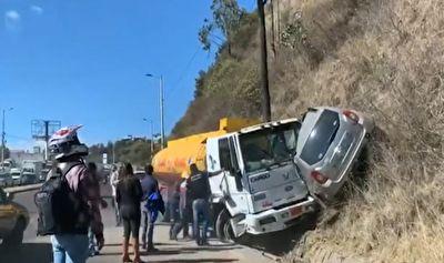 فرار عجیب راننده تریلی پس از تصادف وحشتناک با یک خودرو + فیلم