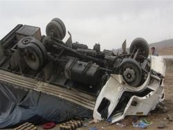 واژگونی یک دستگاه کامیونت در محور قیدار _همدان