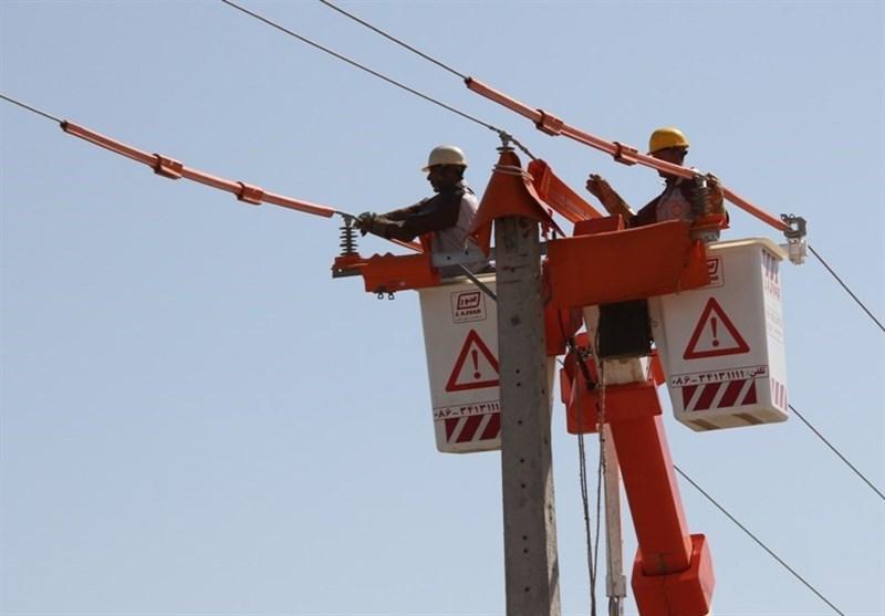 اولین مانور خط گرم شرکت توزیع نیروی برق استان مرکزی در شهرستان محلات
