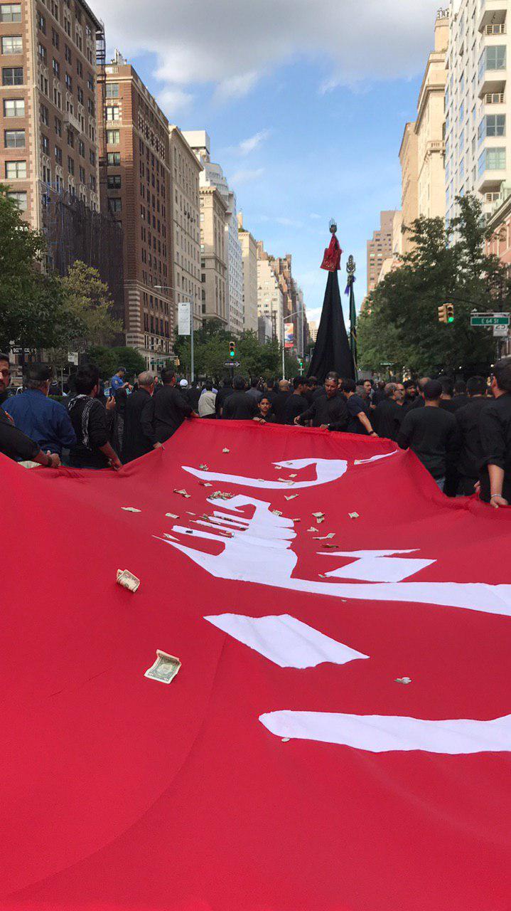 مراسم عزاداری سالار شهیدان در خیابانهای نیویورک /عاشورا در آمریکا زنده است
