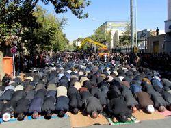 اقامه نماز عشق در ظهر عاشورای حسینی