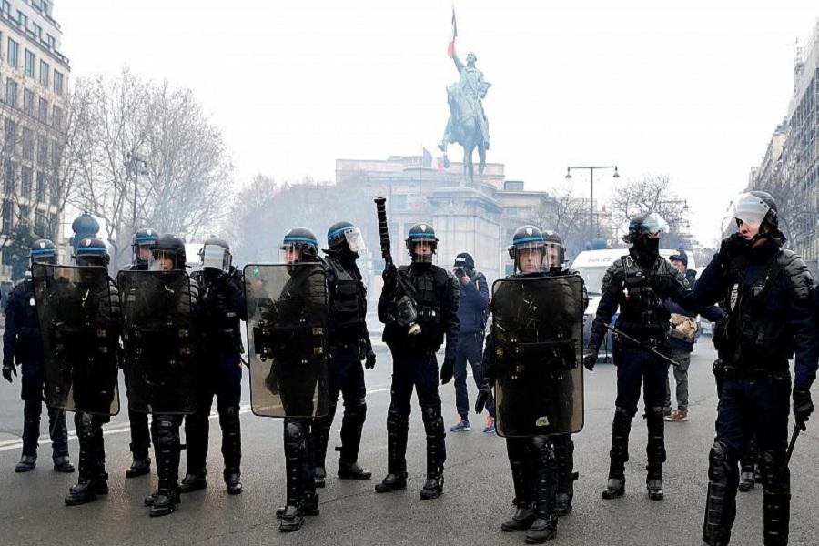 ۱۷ بازداشتی در درگیری پلیس فرانسه با معترضان در حاشیه اجلاس گروه ۷